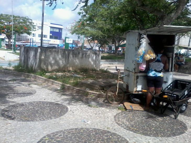 SERRINHA:Ambulantes sofrem na praça da Igreja Católica