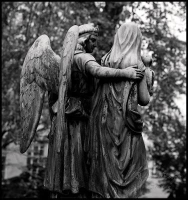 eine Engelsstaute auf dem Fangelsbachfriedhof Stuttgart