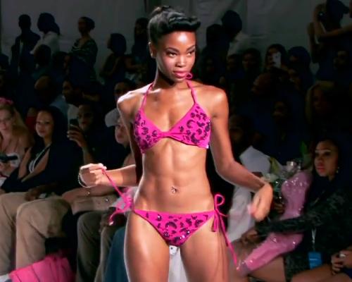 Pink, fekete flitteres zsinóros bikini - nyakbakötős felső, oldalt kötős bikini alsó