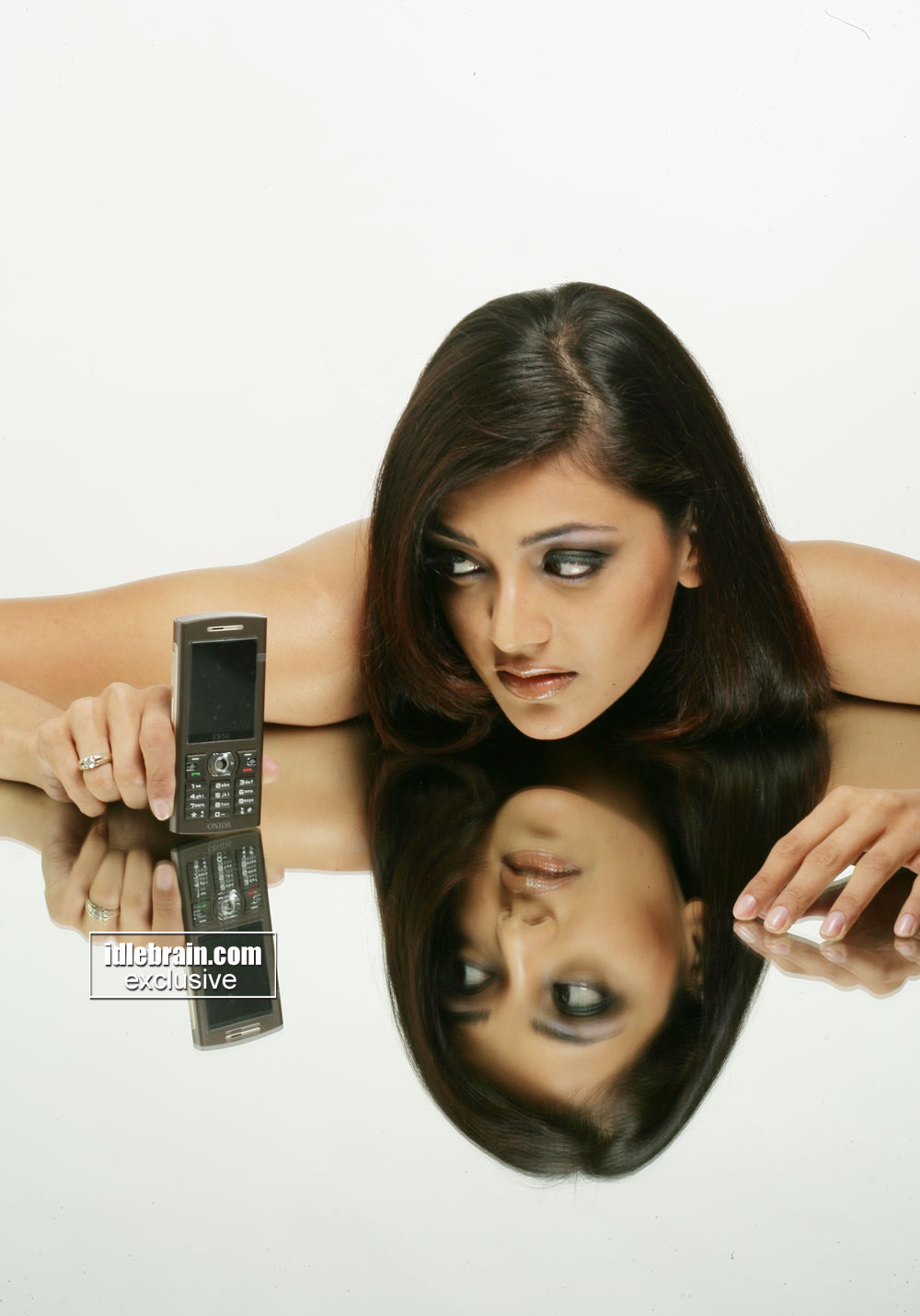 kajal agarwal mobile ad - Mirror Reflection -  kajal agarwal LATEST ad pic - May 2012
