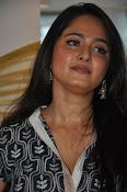 Anushka latest glamorous photos-thumbnail-19