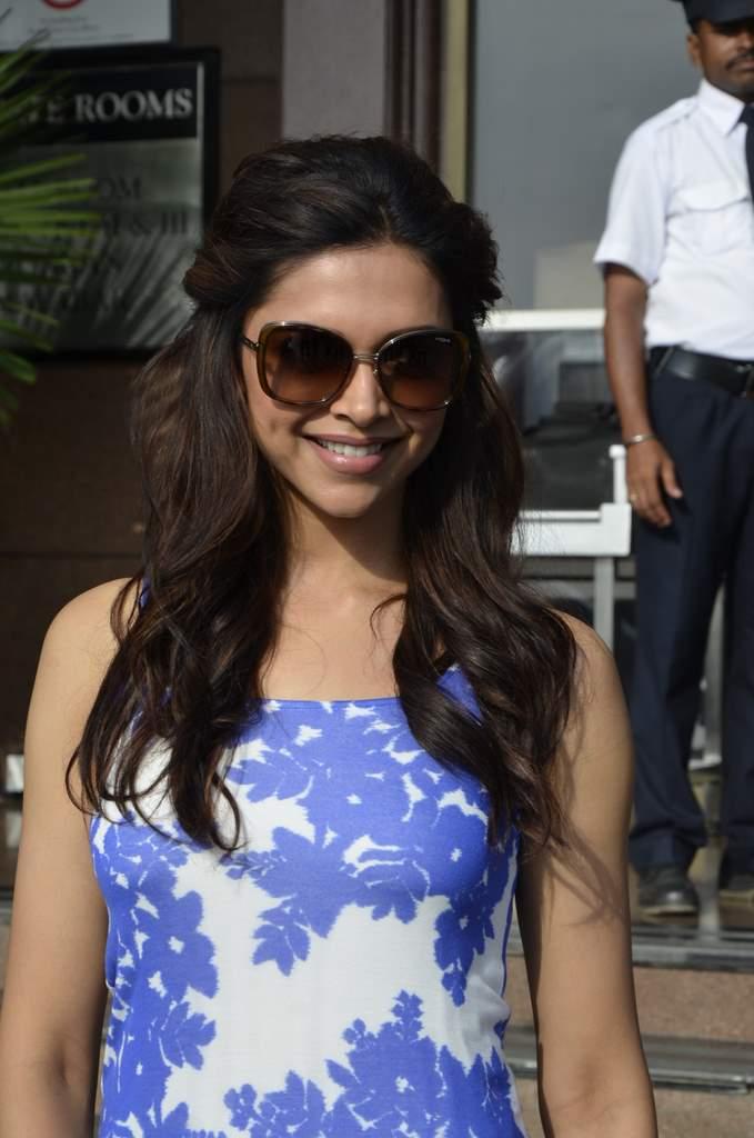 gorgeous hot sexy Deepika padukone in full gown latest hot stills