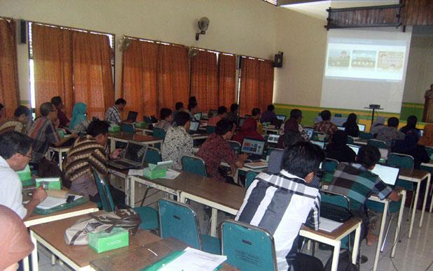 Kegiatan Pelatihan Pemanfaatan TIK Dalam Pembelajaran, Slawi, 25 Oktober 2015.