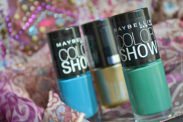 Maybelline India Color Show Nail Polish - Shocking Seas Tenacious Teal Bold Gold - Easy Festive Dot Nail Art