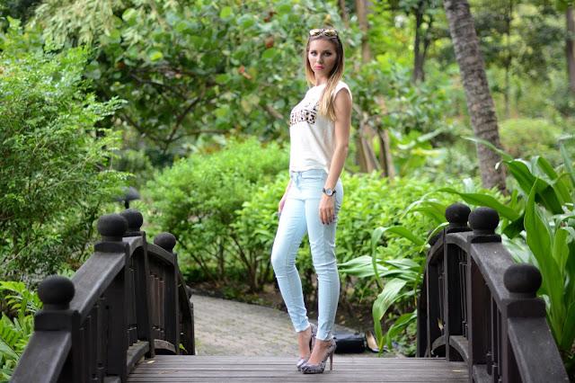 savage attitude, český blog, módní blog, český módní blog, modré džíny, bleděmodré džíny, hodinky kotva, červené nehty, hadí kůže, boty z hadí kůže, lodičky z hadí kůže, bcbg generation boty, kotva, HM brýle, zvířecí potisk,dnes nosím, dnesnosim, bílé tričko, kristýna vacková, kristýna thajsko, thai blog, thai fashion blog, bcbg generation heels, ebay watch, watch with anchor, anchor, light blue jeans, mango fashion, mango outfit, fashion blog, český fashion blog, fashion house, fashion house cz, thai fashion blog, thai fashion blogger, thai blogger, bangkok blog, bangkok fashion blog, fashion blog thailand