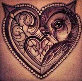Tatuagens de coruja para fazer no meio do peito