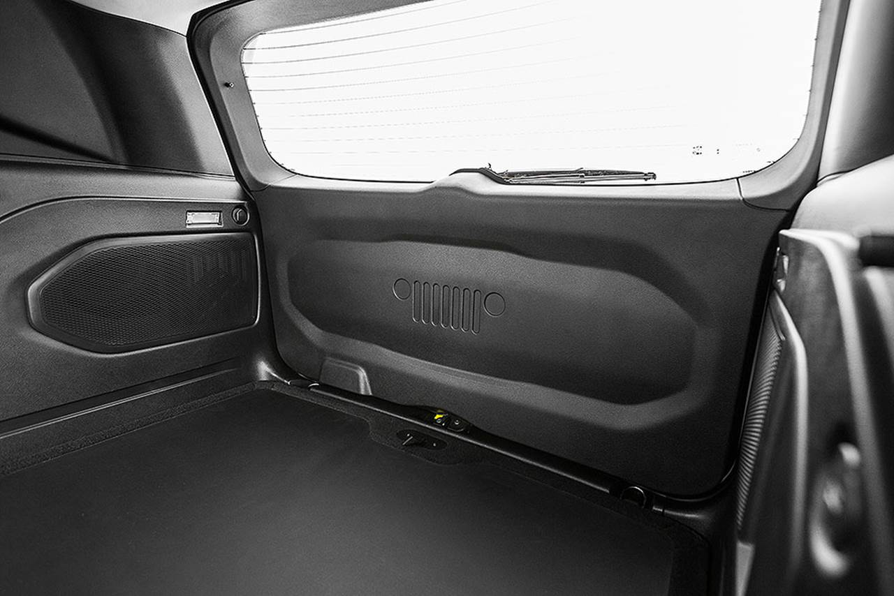 Jeep Renegade Longitude Flex Completo - porta-malas