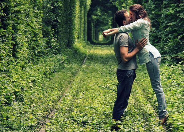 5 Jalan Kecil Terunik di Dunia: Terowongan Cinta, Ukraina
