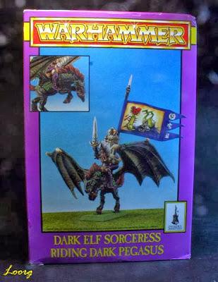 Portada de la caja de la Hechicera Elfo Oscuro y Pegaso Negro
