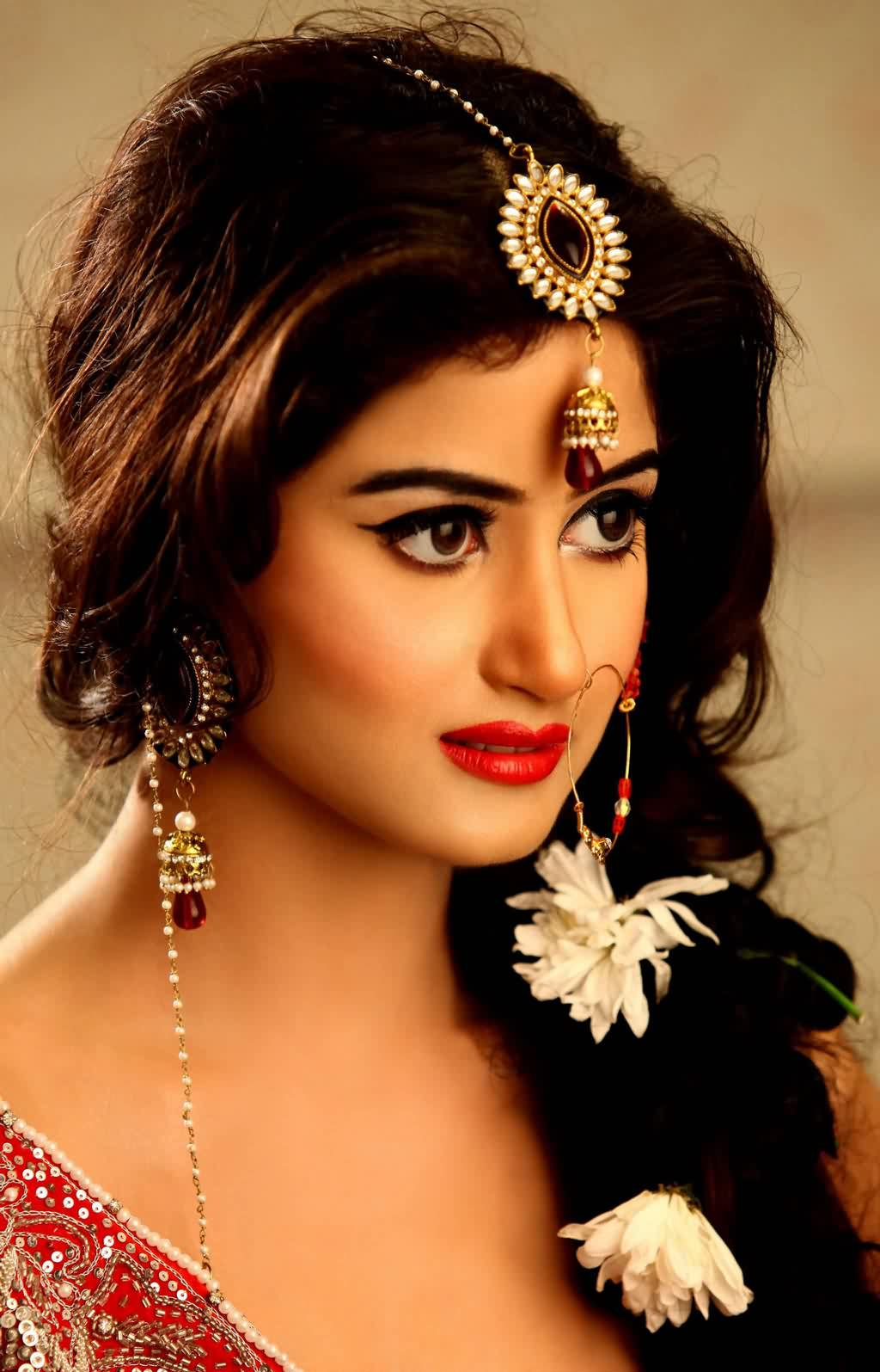 Bridal Jewellery Pictures of Sajal Ali Bridal Makeup Photos
