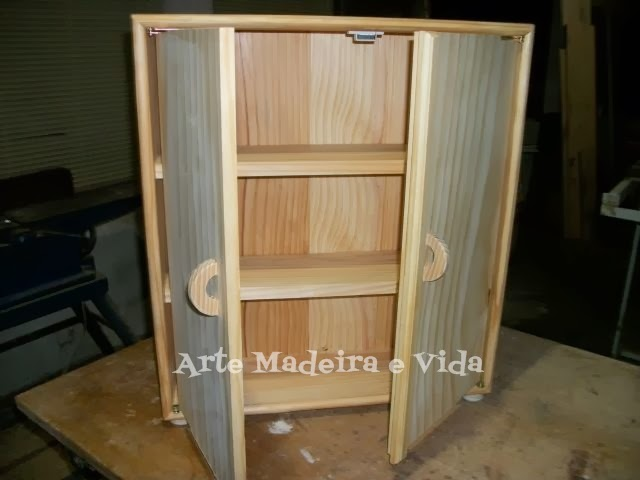armário de madeira decorado