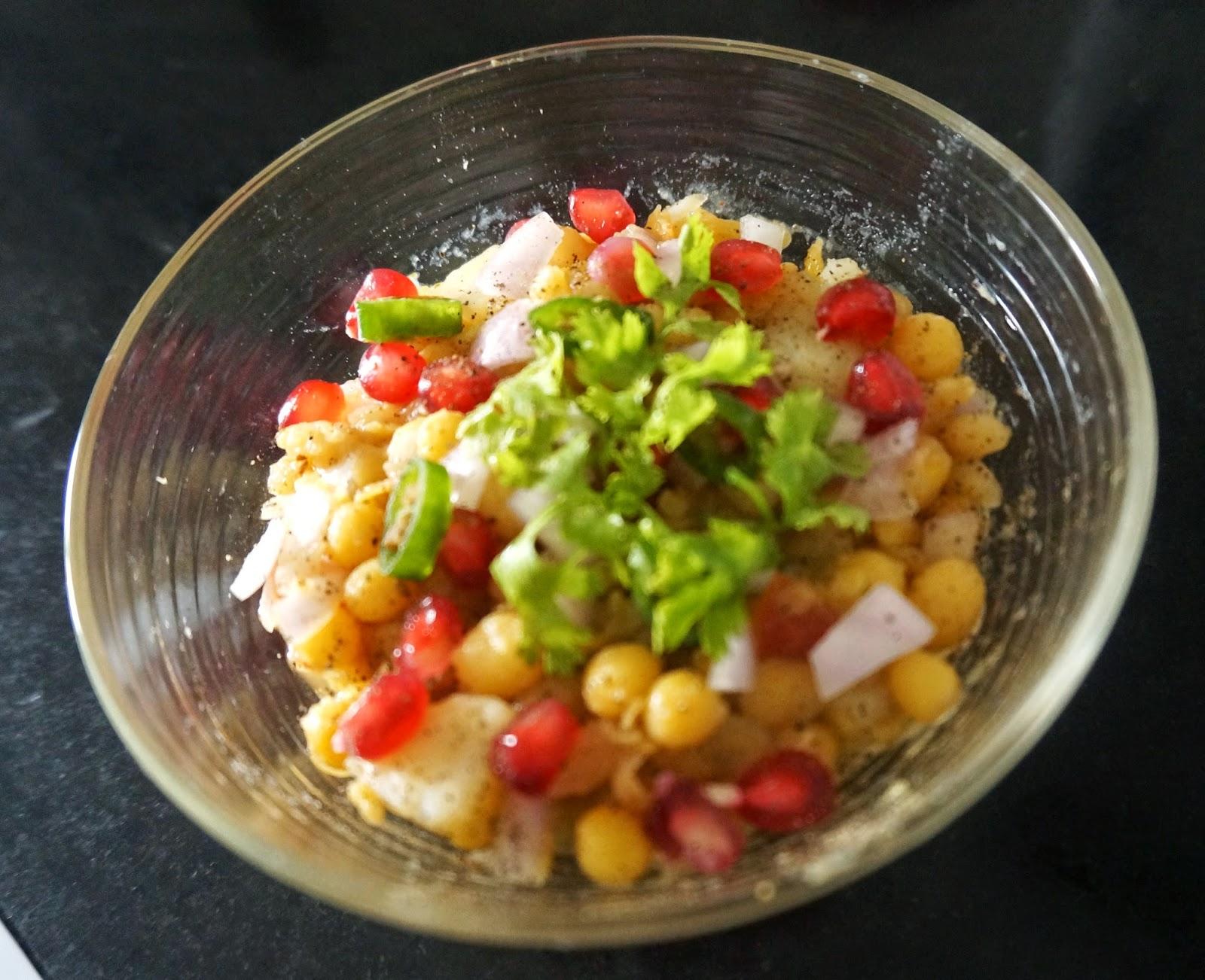 Matar salad/matar kulcha/chole kulche