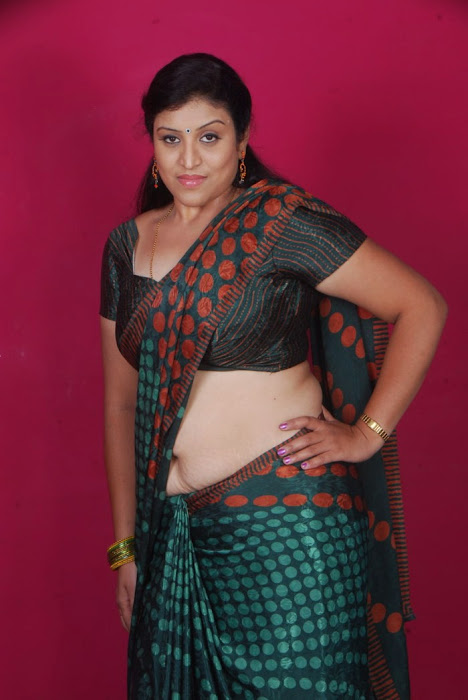 uma character artist in saree actress pics