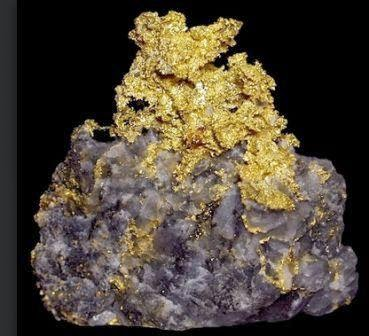 Emas memiliki warna gores kuning