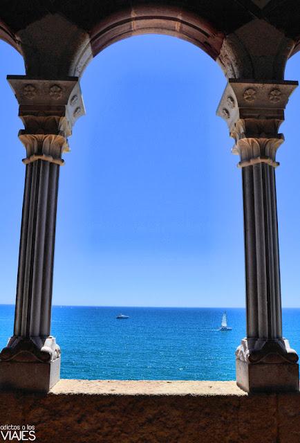 Terrazas junto al claustro del Palau Maricel, Sitges