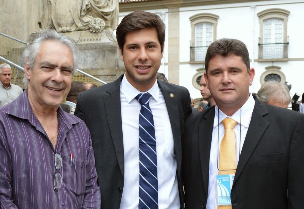 Vereador Dr. Carlão e prefeito Arlei com o secretário estadual de Habitação, Rafael Picciani