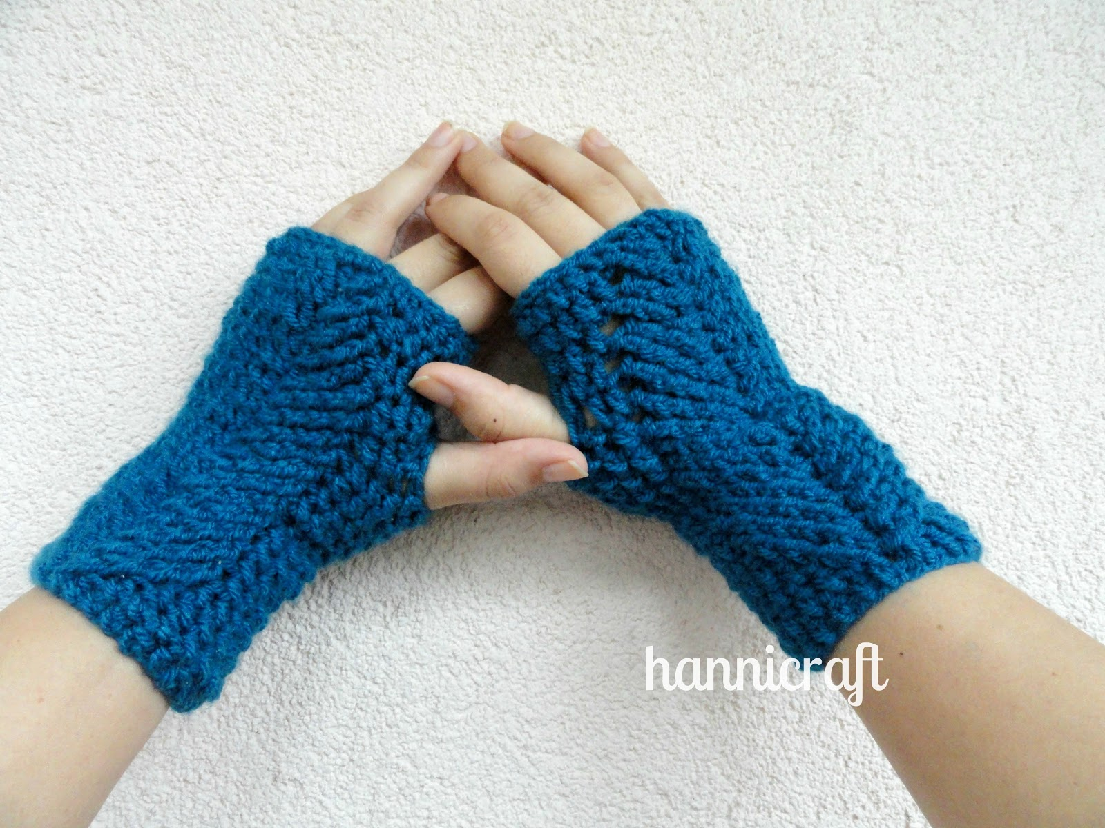 hannicraft: Braided Fingerless Mittens - free pattern