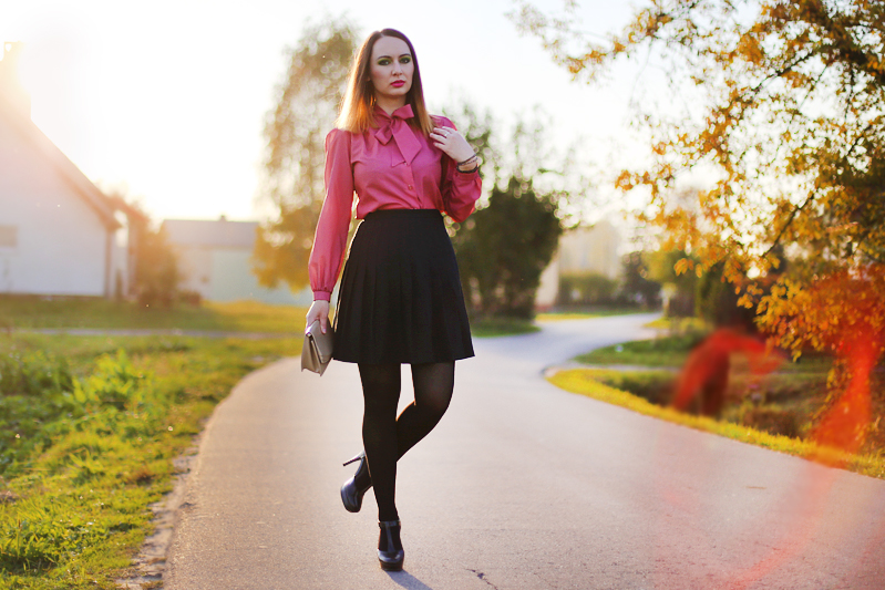 http://annaonopiuk.blogspot.com/2014/10/plisowana-spodnica-i-koszula-z-kokarda.html#more
