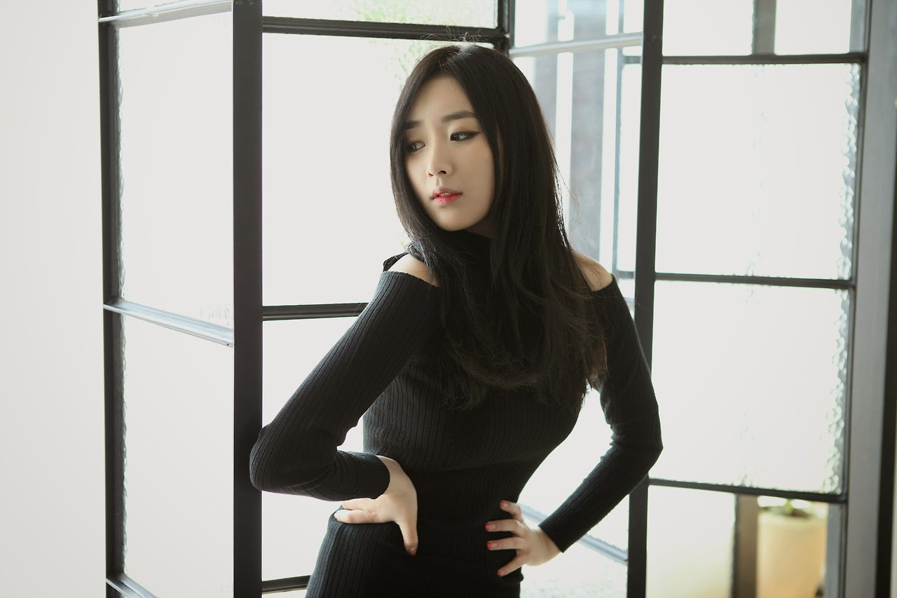 Minah Model Gorgeous Black Dress