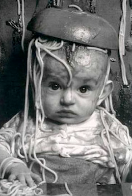 Funny picture: Baby with spagheti