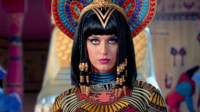 Katy Perry vestida como Cleopatra