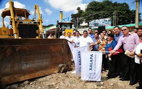 Da Américo Zúñiga banderazo de reconstrucción de carretera Xalapa-El Castillo-6 de Enero