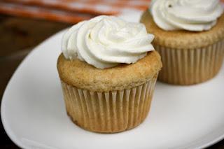 Gluten-Free-peach-cobbler-cupcakes