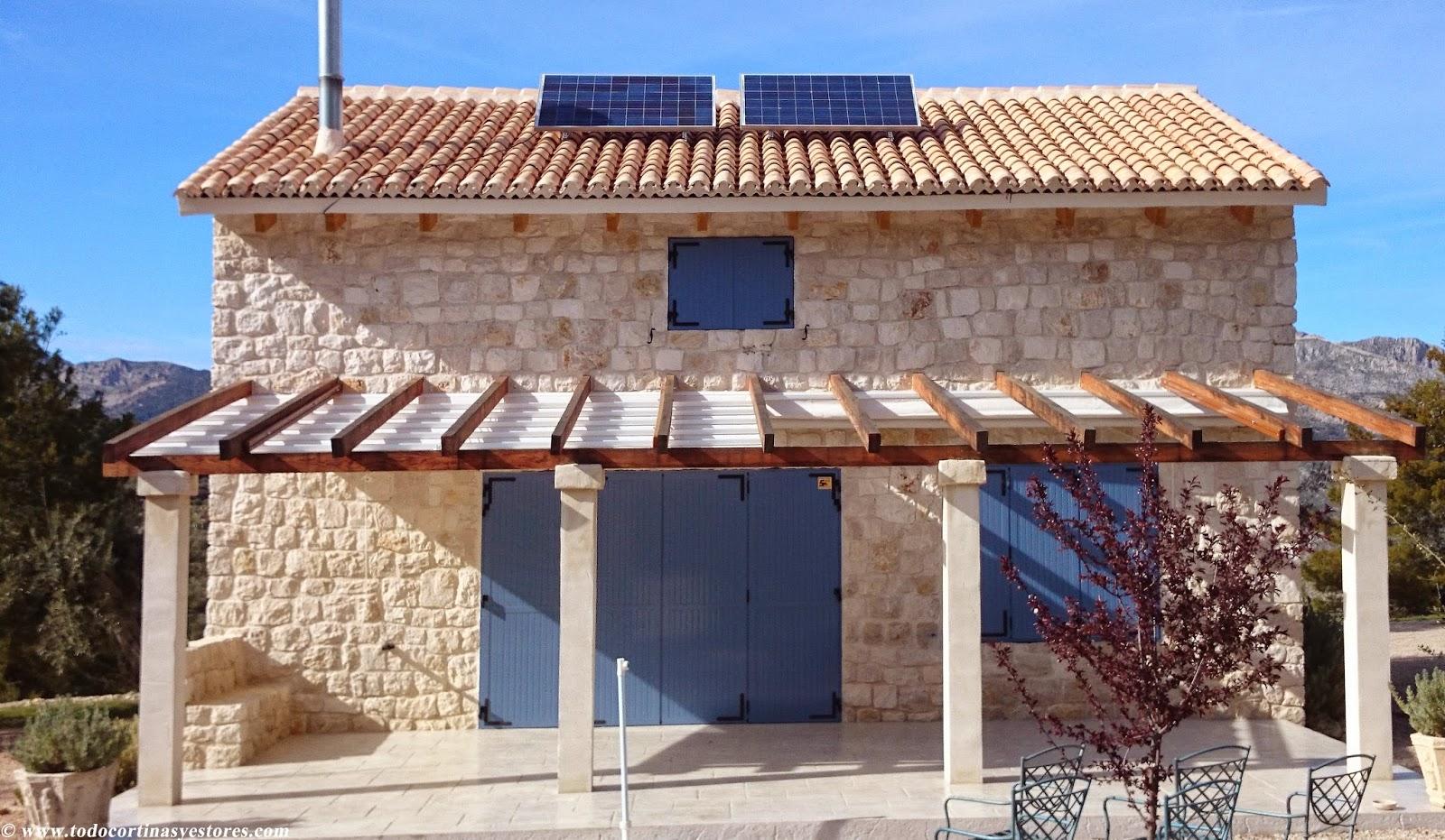 Decoracion interior cortinas verticales estores for Lonas para pergolas
