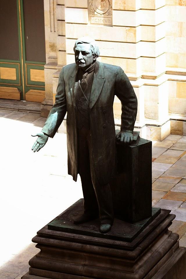 escultura-presidente