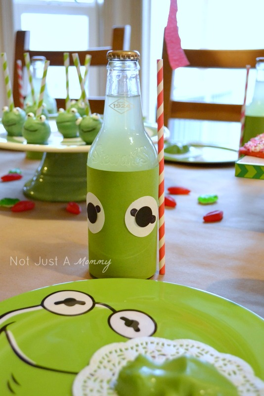 Kiss Me I'm Green Kermit The Frog Valentine's Day/St. Patrick's Day party bottles