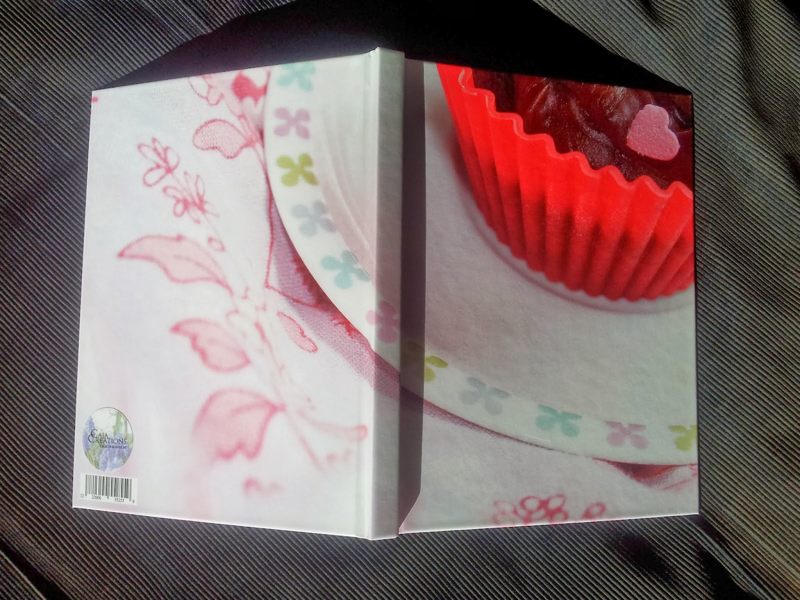 Front and back cover of notebook with cupcake