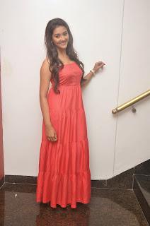 Pooja Jhaveri latest glamorous Pictures 008.JPG
