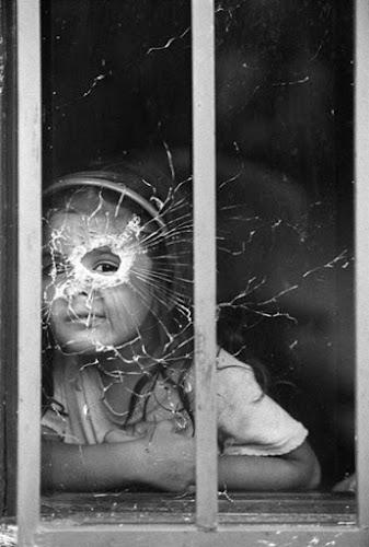 Os comoventes registros do fotógrafo que -melhor retratou- a dor da guerra na Colômbia