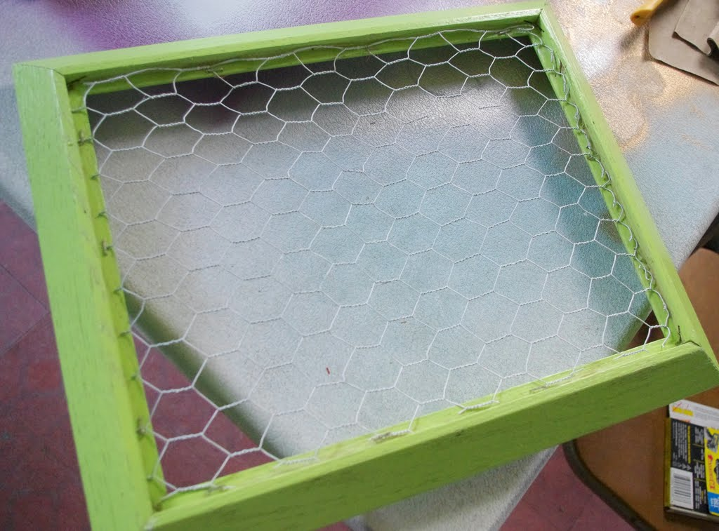 A Very Dandoislion Life: Chicken Wire Memo Boards!!