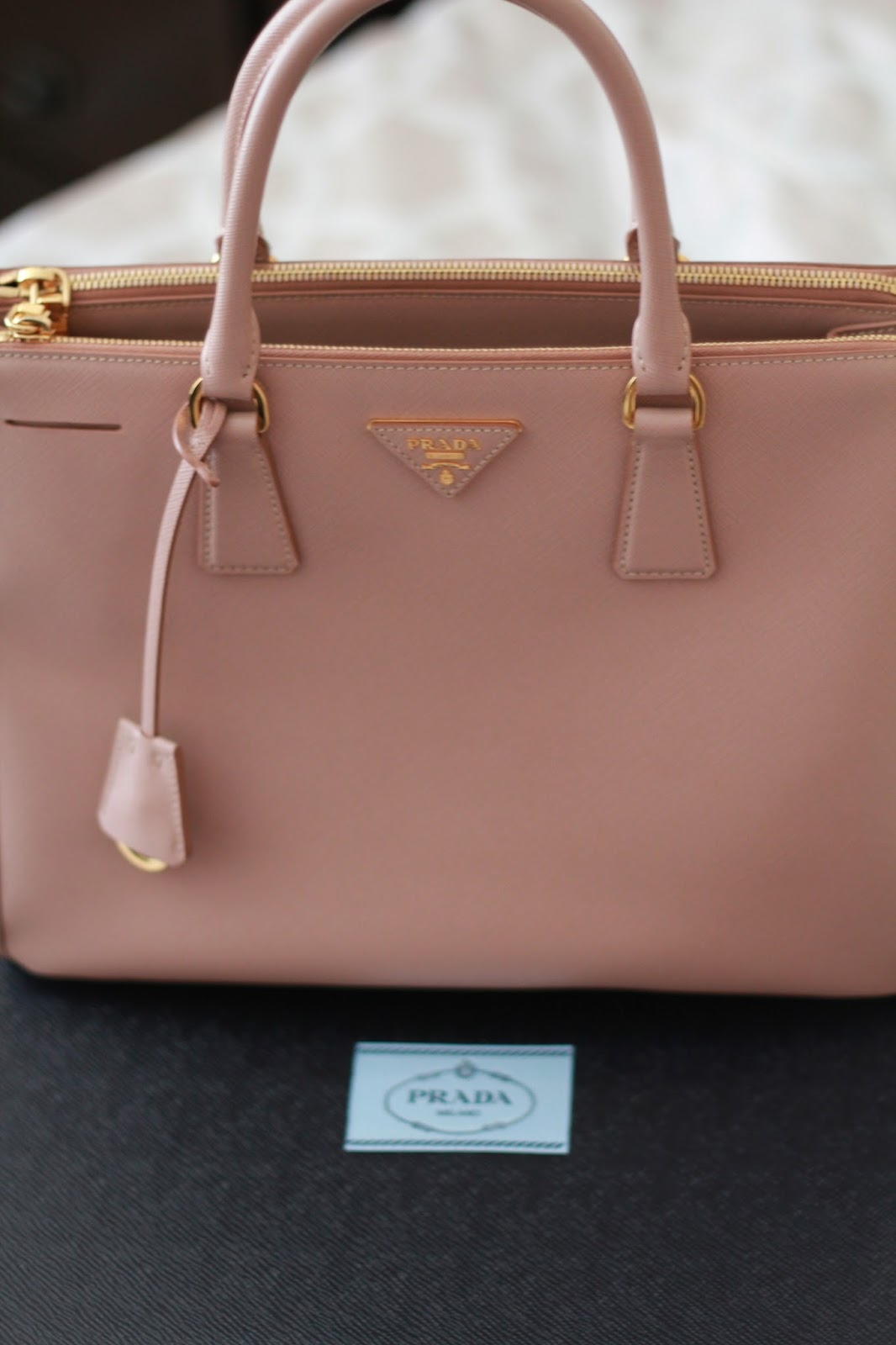 Sweet September: PRADA SAFFIANO LUX: REVIEW