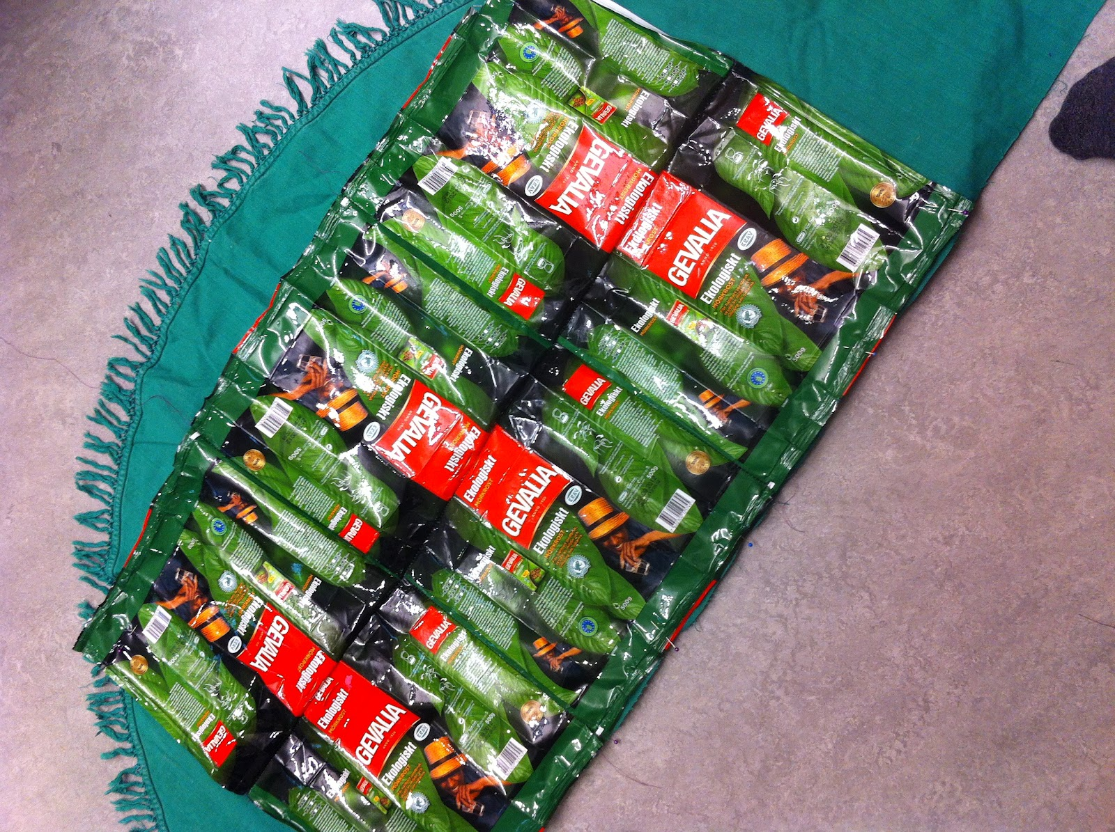 Fläta Väskor Av Kaffepåsar : Recycle design ?terbruk fast i plast