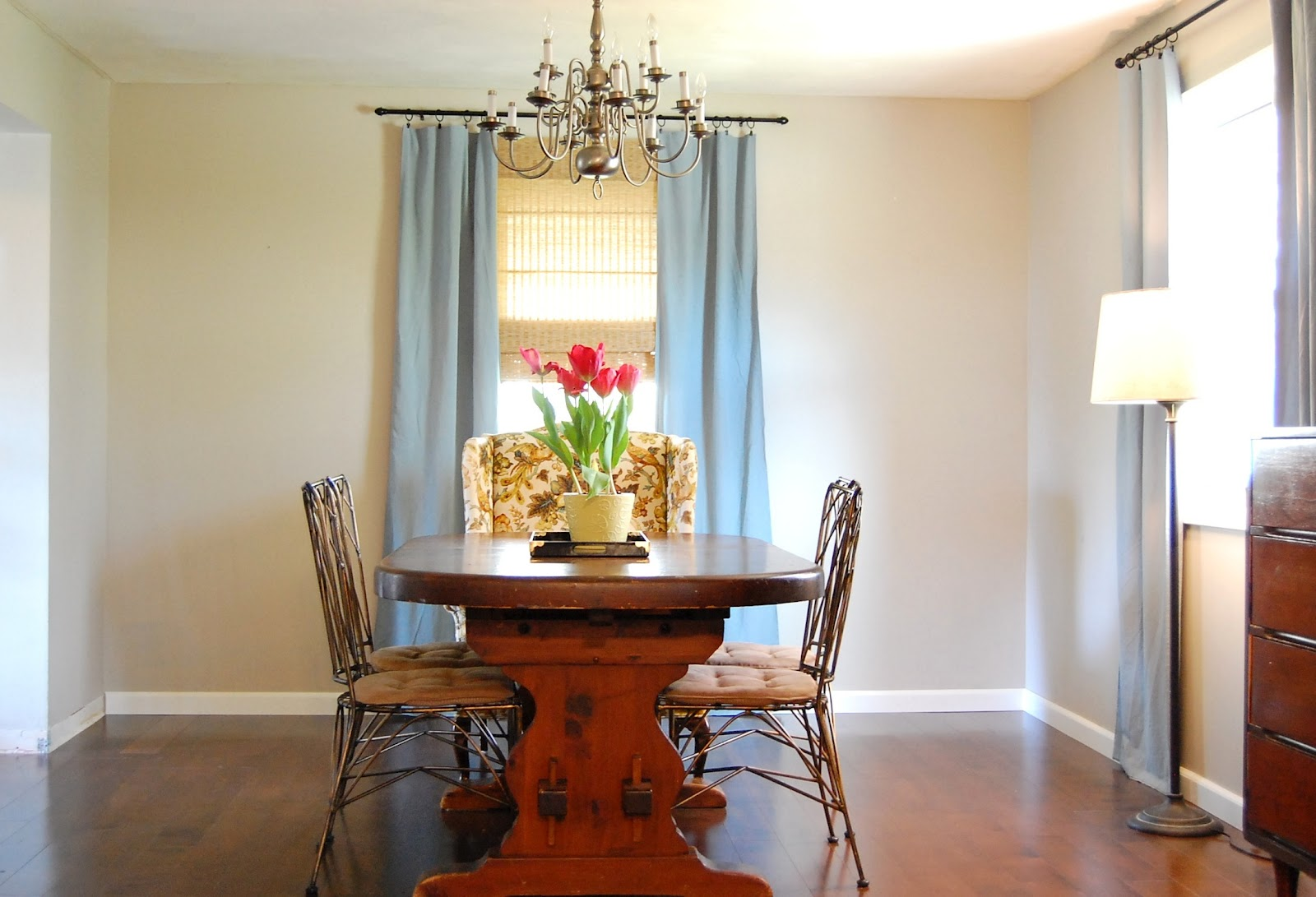 Dining room plate wall diy show off diy decorating for Dining room pictures for walls