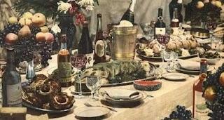 Празднование нового года за праздничным столом в СССР