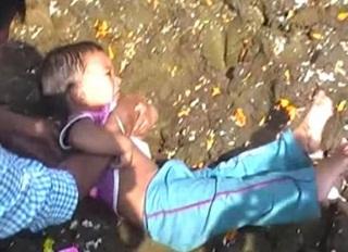 Bayi Di India Dilempar Ke Dalam Kotoran Sapi Agar Beruntung