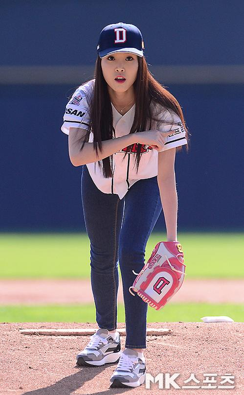 gfriend s yuju showcases her charm in a baseball match check out