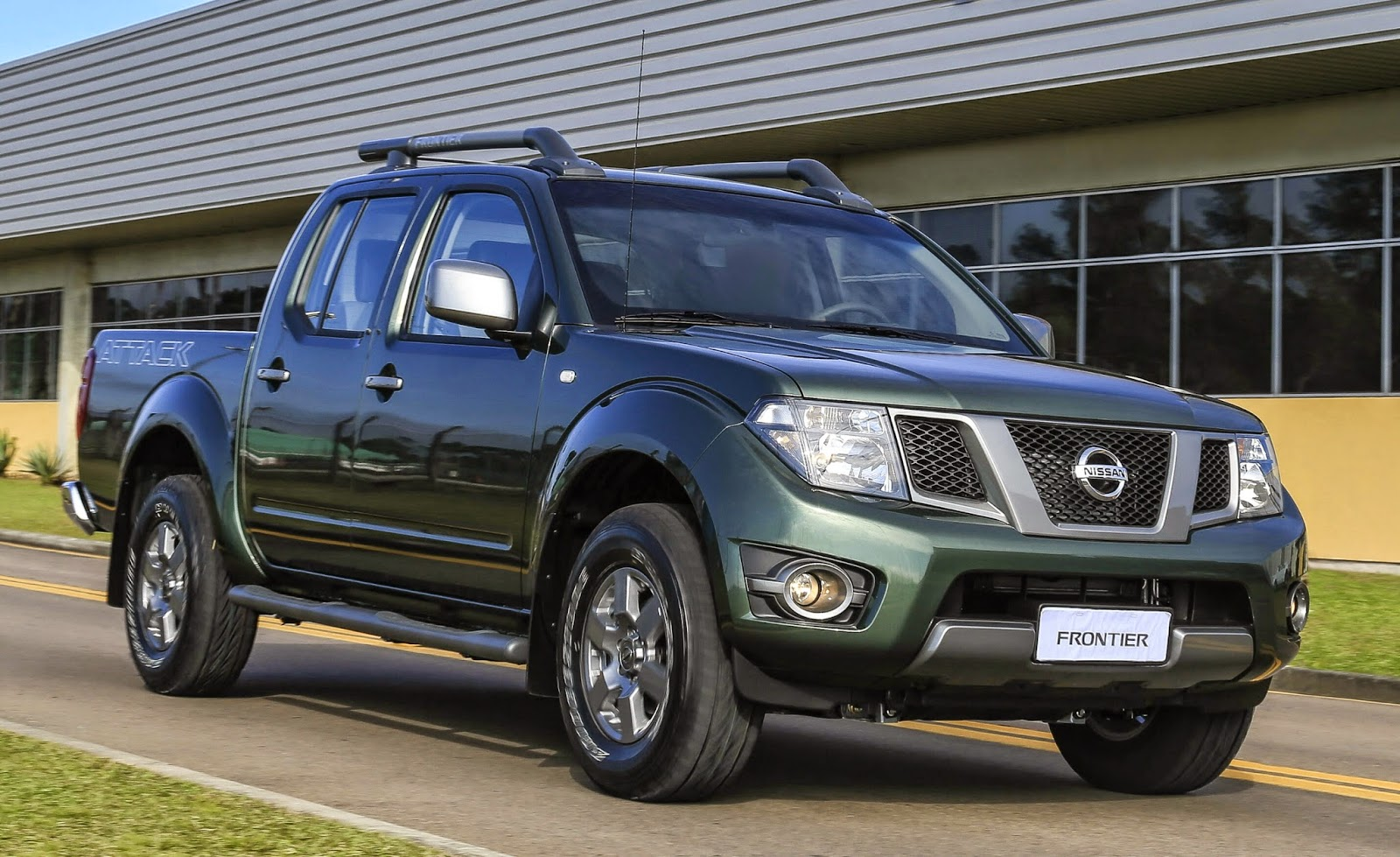 nissan apresenta linha 2015 da frontier mais equipada. Black Bedroom Furniture Sets. Home Design Ideas