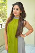 Prayaga Martin Glamorous photos-thumbnail-7