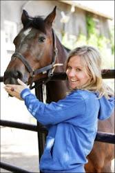 Forfattar Anne Viken er veterinær og skriv frå ekte veterinærpraksis med ekte hestepasientar!