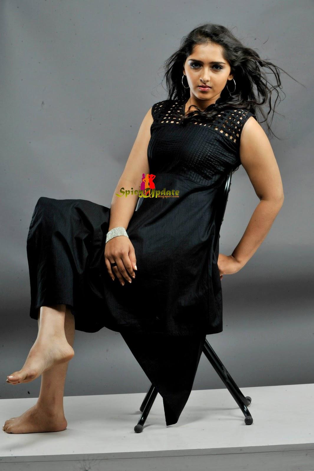 sanusha malayalam actress latest hot pics photo shoot stills mallufun