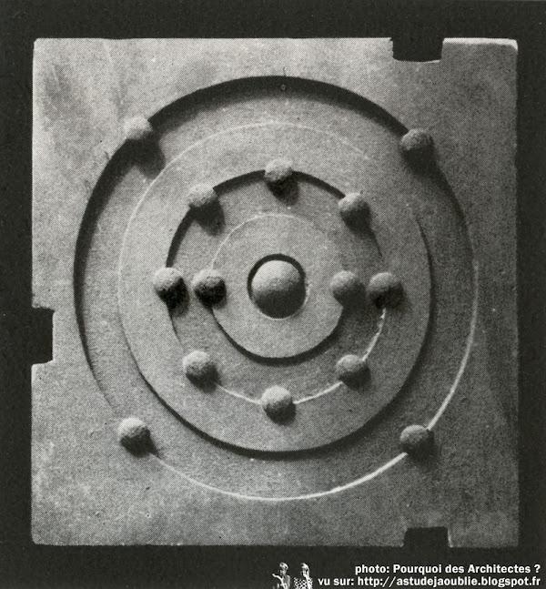 Saint-Cyr-l'École - Laboratoire d'électronique - Faculté des Sciences de Paris  Architecte: André Bruyère (André Bloch-Nathan)  Sculpteur: Alain Le Breton  Projet / Construction: 1966 - 1968