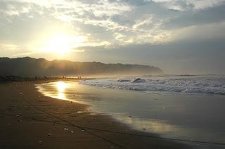 Ombak Besar di Pantai Parangtritis