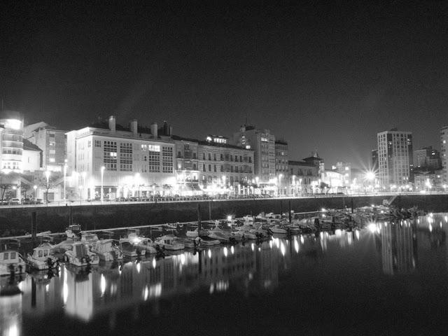 vista del puerto de Gijón, by Pablo Basagoiti Brown / Basagoitiyyo