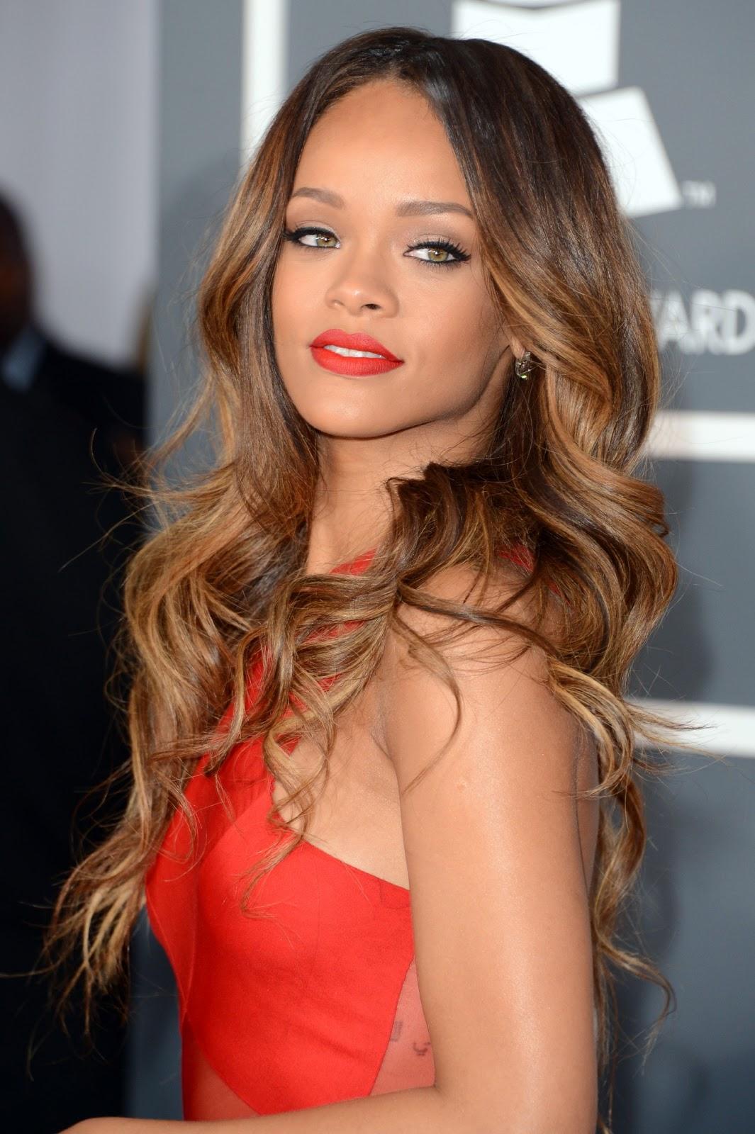 http://1.bp.blogspot.com/-D5IRiij7lVw/UW64ECXSlRI/AAAAAAAAF-k/Kmis5fCz5wQ/s1600/Rihanna+Pic+2013+10.jpg