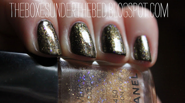 Chanel Le Vernis Illusion D'Or Nail Polish Swatch Close Up