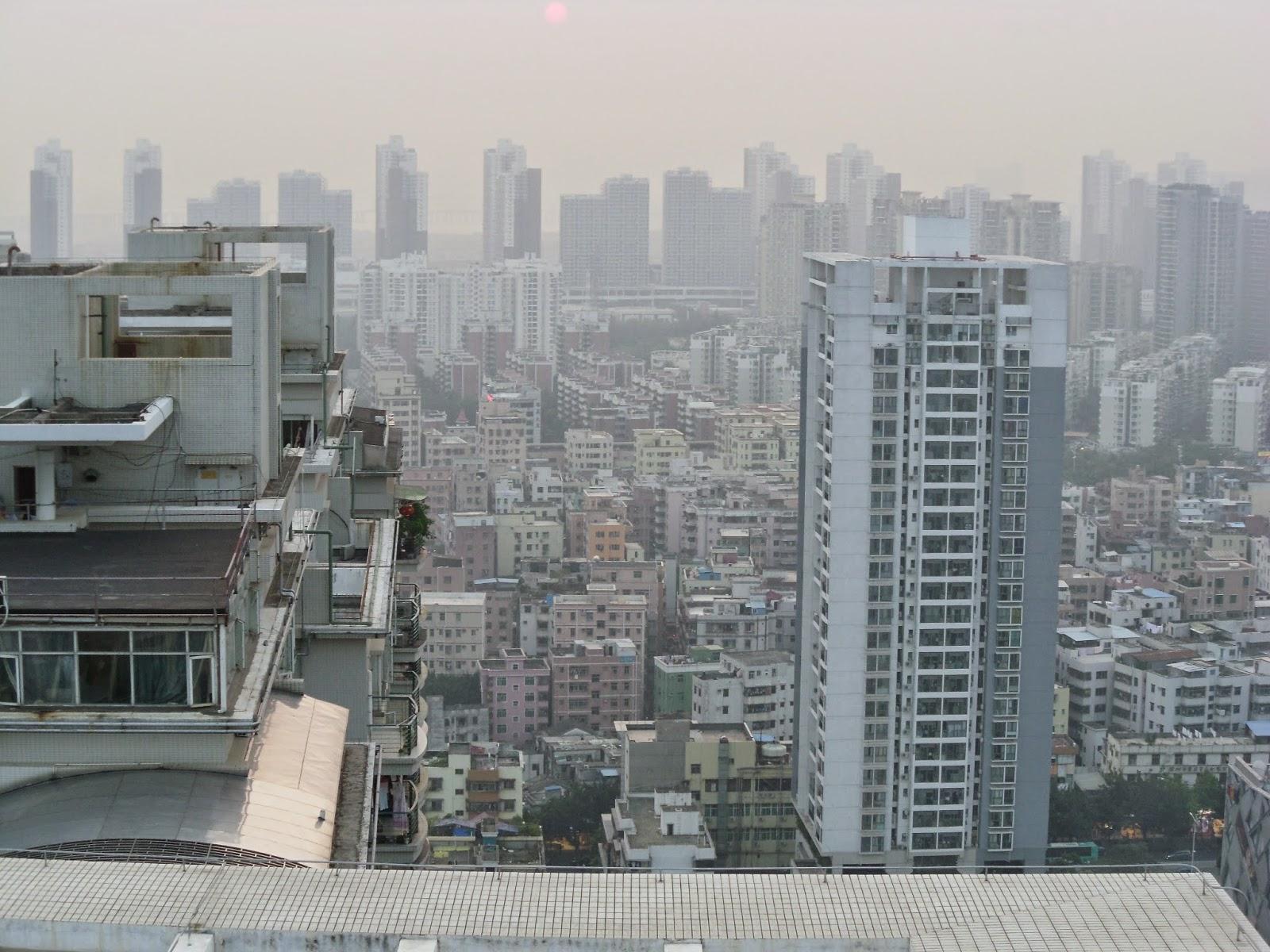 Contraste entre os prédios na China